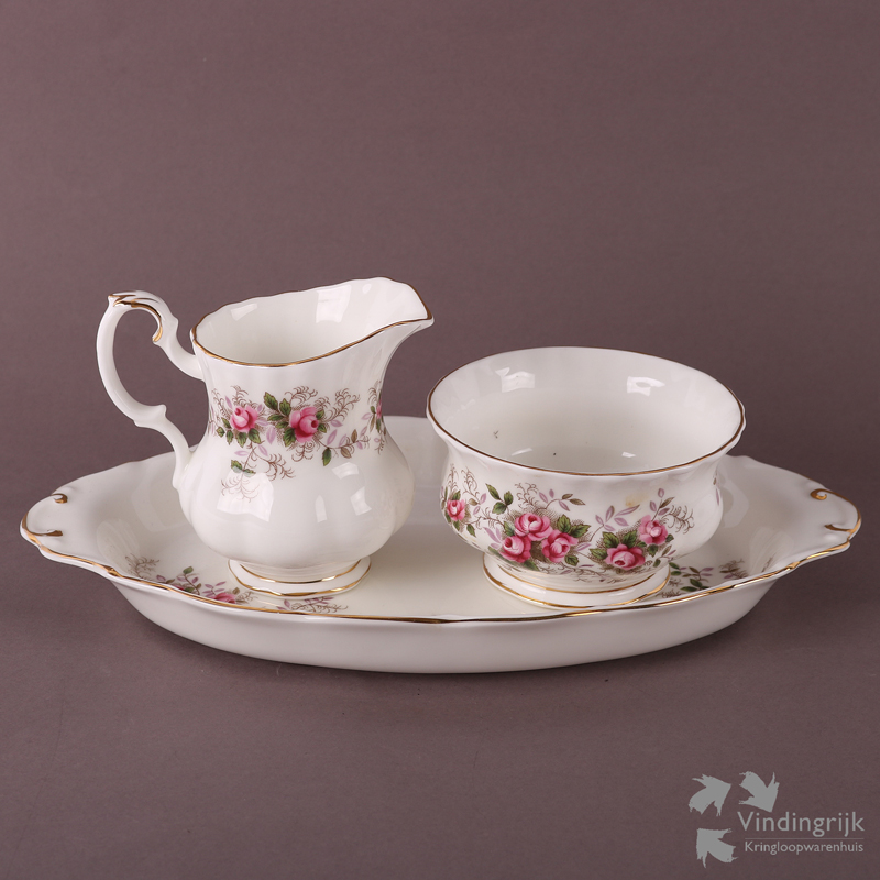 Royal Albert Servies Lavender Rose.Roomstel Royal Albert Lavender Rose Vindingrijk Kringloopwarenhuis