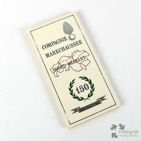 Geglazuurde herinneringstegel ter ere van het 150-jarig bestaan van de Compagnie Marechaussee in Noord-Brabant. De tegel, gemaakt door Mosa Maastricht is uitgevoerd in de kleuren wit, groen, zilver, zwart en rood en stamt uit 1968.