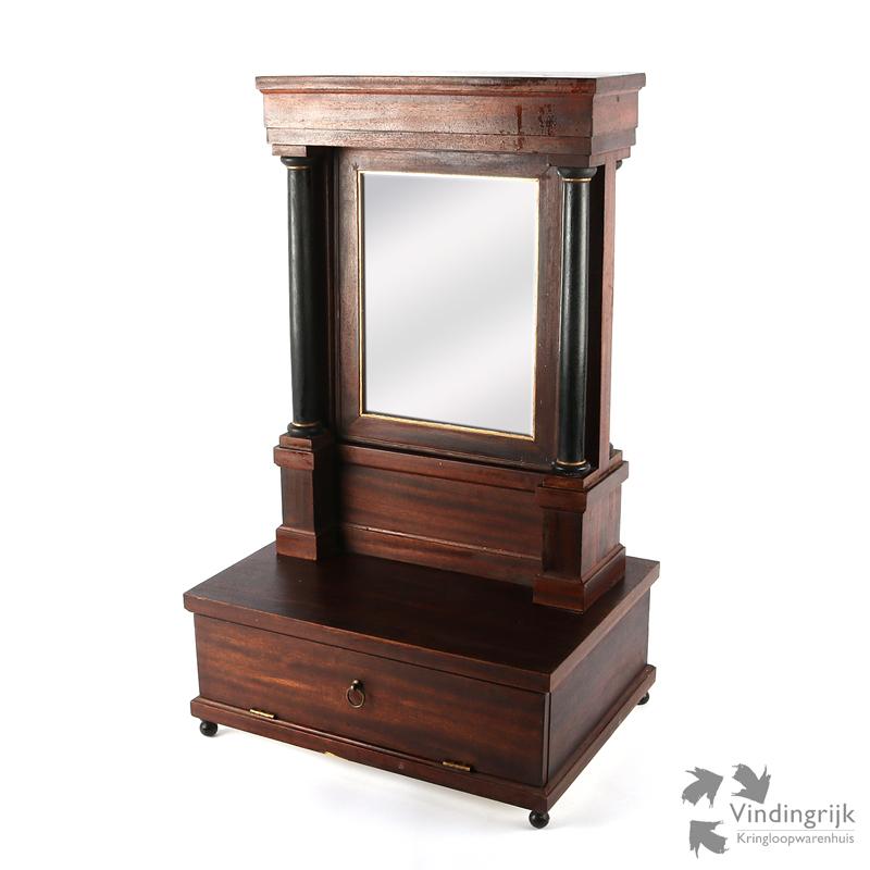 Houten kastje vindingrijk kringloopwarenhuis breda for Webshop meubels