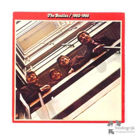 De eerste officiële uitgave na het uiteengaan van de Beatles, deze dubbel LP uit 1973 met alle hits uit de periode 1962-1967. Dit is de Duitse persing zonder de binnenhoezen met teksten maar wel met de rode Apple labels. Plaat / hoes VG+ / VG+