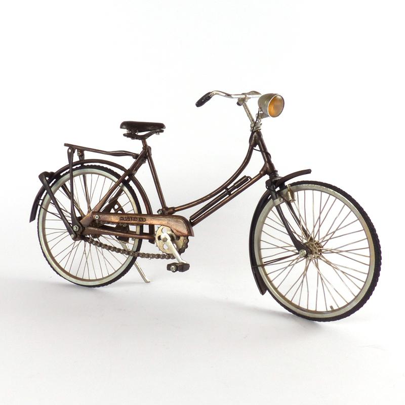 Miniatuur stadsfiets vindingrijk kringloopwarenhuis breda for Metalen decoratie fiets