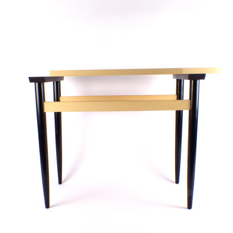 Salontafeltje vindingrijk kringloopwarenhuis breda for Webshop meubels