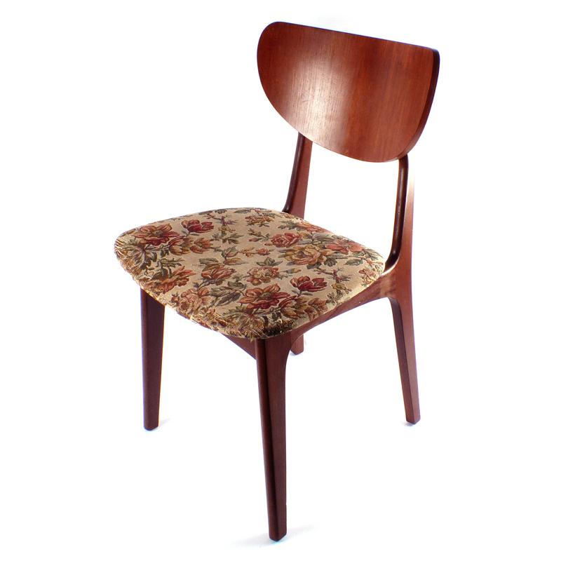 Set vintage stoelen vindingrijk kringloopwarenhuis breda for Webshop meubels