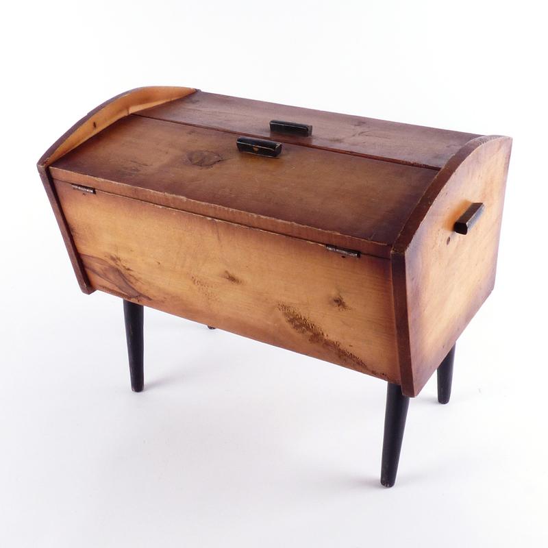 Houten kistje vindingrijk kringloopwarenhuis breda for Webshop meubels