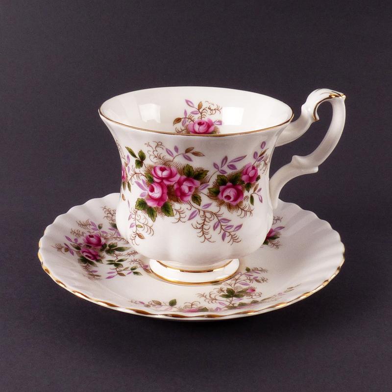 Royal Albert Servies Lavender Rose.Royal Albert Kop En Schotel Vindingrijk Kringloopwarenhuis Breda