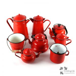 vintage emaille set rood decoratie koffiepot theepot maatbeker emmertje