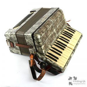 vintage accordeon Weltmeister koffer